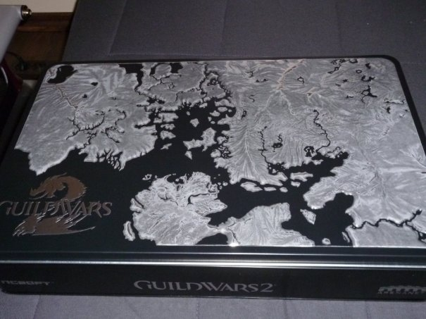 A metal box showing the map. This box contains everything but the Rytlock figurine - which stands on top of it in the box.