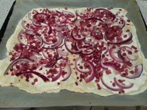 Flammkuchen_onions and bacon